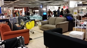 IKEAで寛ぐ深圳の皆様