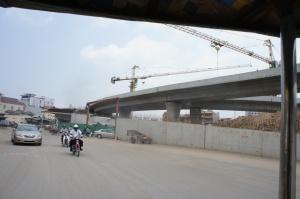 日本の予算で建てられている陸橋