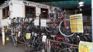 新橋ガード下の自転車置き場