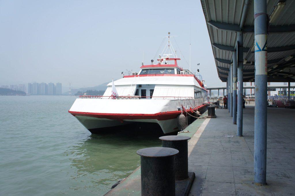 Ferryに乗っていきます