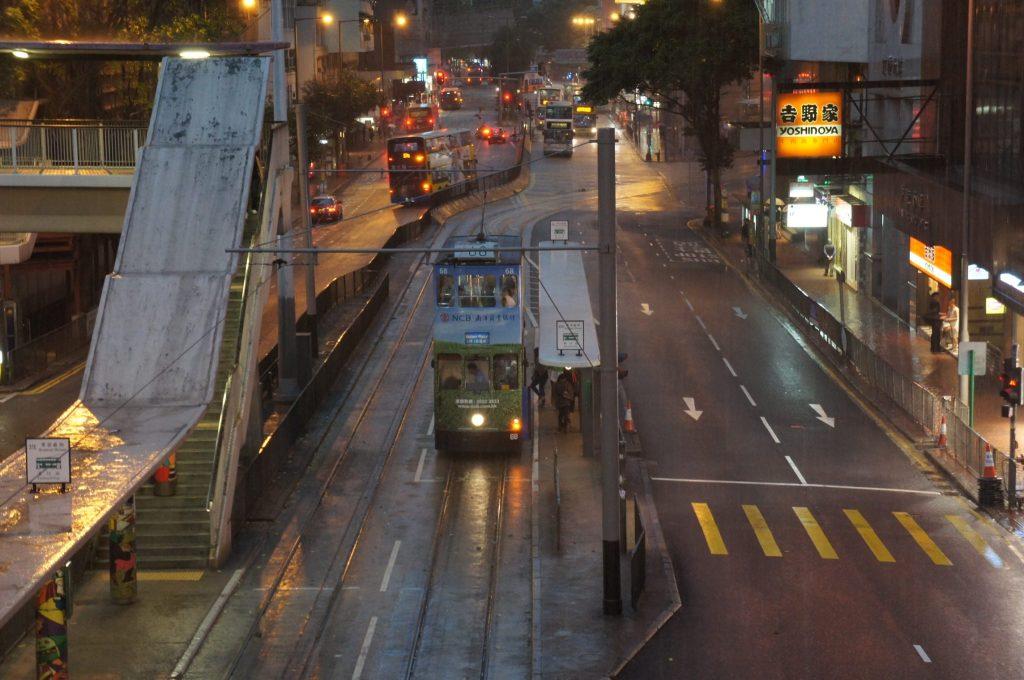 大雨の香港トラム