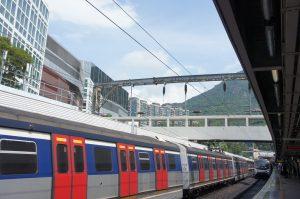 九龍塘から紅磡へ電車で移動。いい天気