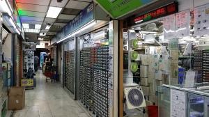 和興無線電行:各種部品があります