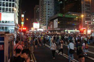亜皆老街と彌敦道の交差点