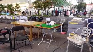 彌敦道に麻雀卓が。だれも遊んでいなかったが。